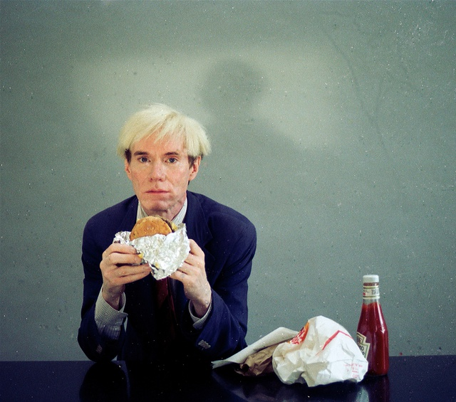 Andy Warhol eating a burger © Jørgen Leth